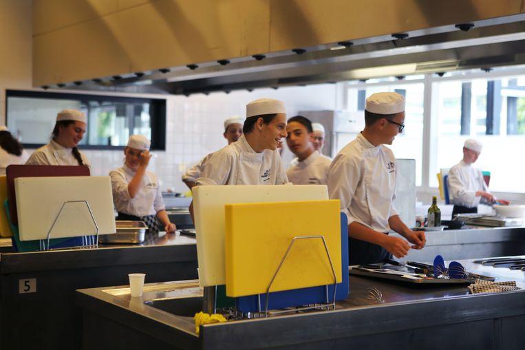 Leerlingen van Scholengemeenschap De Rooi Pannen, een school met zo'n 8000 leerlingen op vmbo- en mbo-opleidingen in Eindhoven, Tilburg en Breda. Beeld ANP