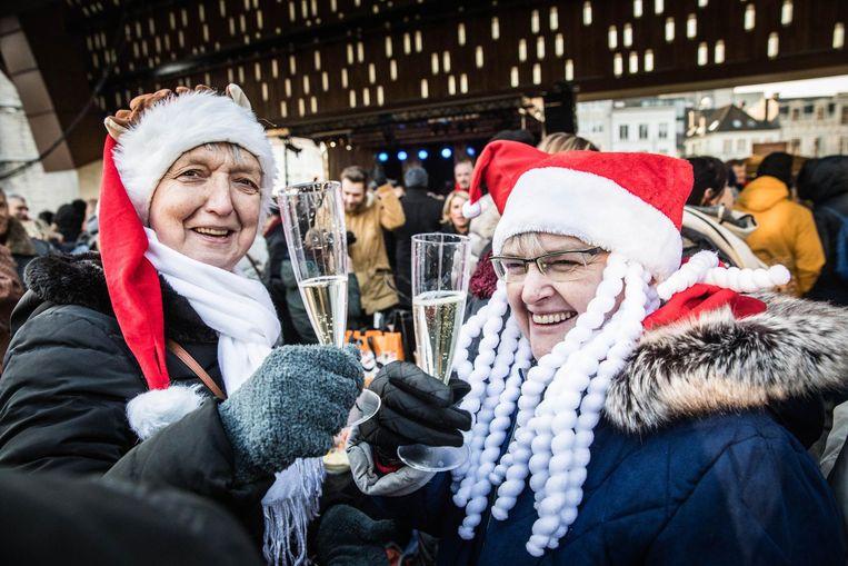 Klinken op het nieuwe jaar onder de Gentse Stadshal.
