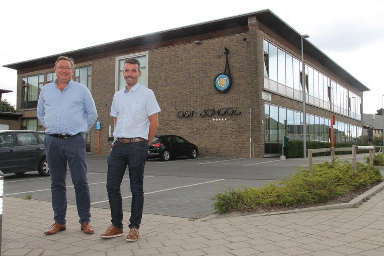 Art'Iz-directeur Wim Belaen en de waarnemend directeur van de OLV-school hebben een akkoord over het gebruik van de lokalen voor de muziek- en woordafdeling.
