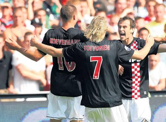 Koevermans viert een doelpunt met Ola Toivonen en Danko Lazovic