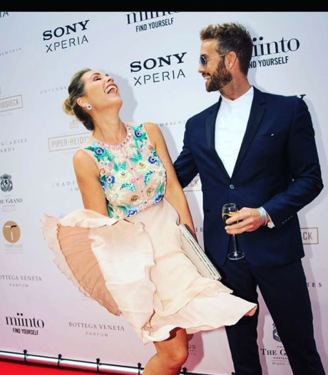 Guus is blij met zijn eigen emoticon en Tanja Jess heeft haar eigen Marilyn-Monroe-momentje