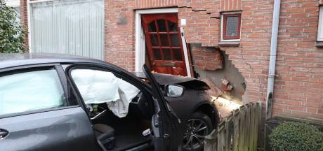 Gloednieuwe BMW ramt huis, bewoonster (86) heeft engeltje op haar schouder en komt met de schrik vrij