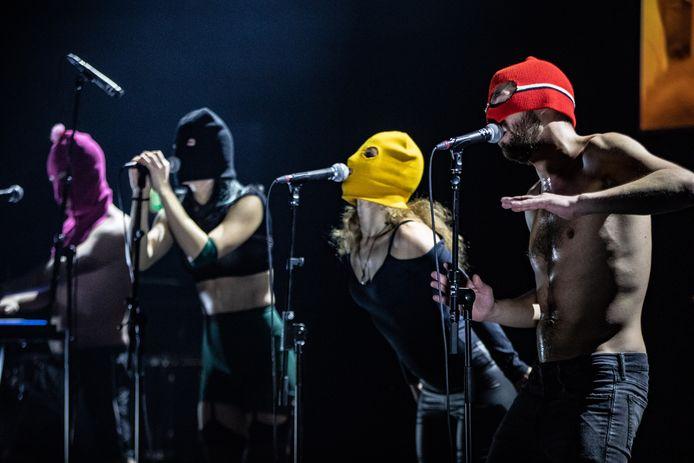 """De Russische politie stopte in februari de opname van een videoclip van de punkband Pussy Riot in Sint-Petersburg gestopt. Dat meldde frontvrouw Nadezjda Tolokonnikova op Twitter. """"Het ontbreekt in Rusland aan vrijheid van kunst en vrijheid van meningsuiting."""""""