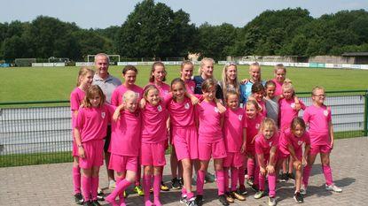 Red Flame Celien Guns verrast deelneemsters Soccer Academy