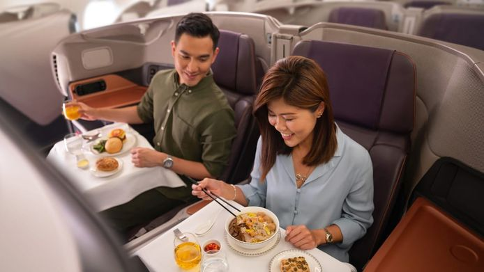 Voor 400 euro kunnen liefhebbers dineren aan boord van een A380, het grootste passagiersvliegtuig ter wereld.
