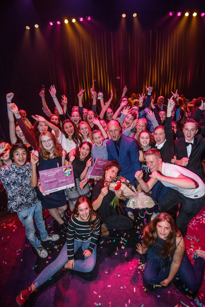 De winnaars van de cultuurprijzen: Hofplein theater en (in het midden) Benjamin Scheltema.
