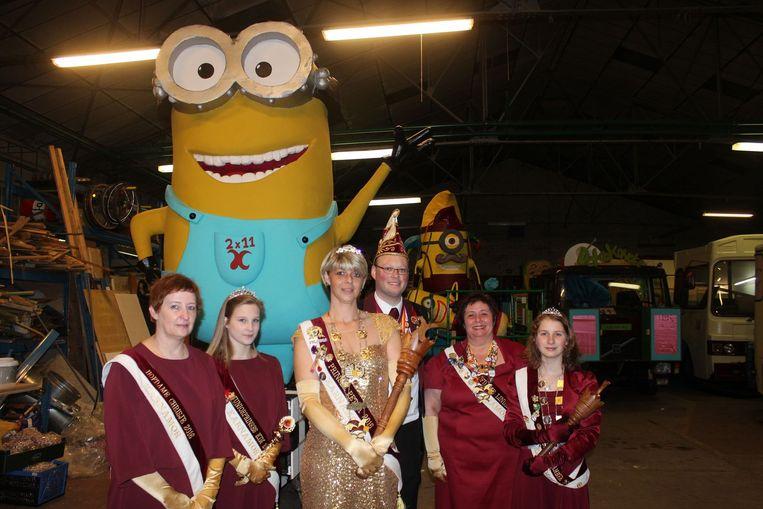 Prinses Carnaval Petra, voorzitter Kevin Van Asch van Karnamor en de hofdames.