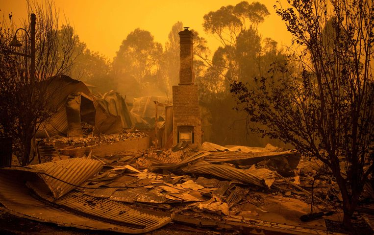 De resten van een huis in Cobargo, in de staat New South Wales.  Beeld AFP