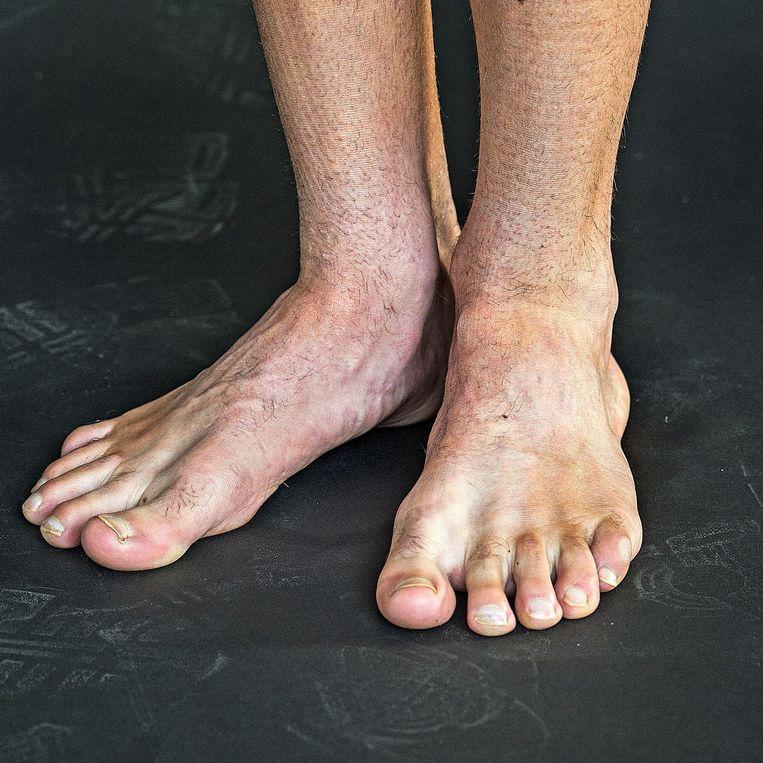 Michel Butter: 'Mijn sokken moeten tot mijn enkel lopen. Ik wil voelen dat er iets om mijn achillespees zit.' Beeld Guus Dubbelman / de Volkskrant