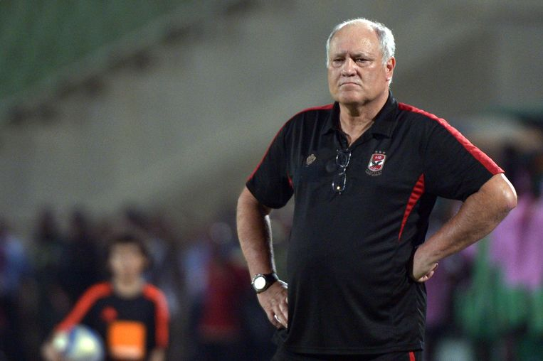 Al Ahly coach Martin Jol reacts during the Confederation of African Football (CAF) Champions League group A soccer match between Al-Ahly and Zesco United at Suez Army stadium in Suez on August 12, 2016. / AFP PHOTO / KHALED DESOUKI