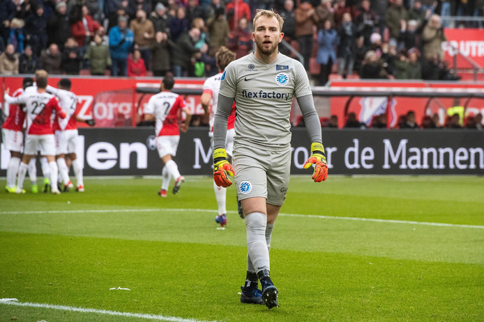 Keeper Hidde Jurjus van De Graafschap baalt zichtbaar na een tegengoal in de uitwedstrijd tegen FCUtrecht(5-0).