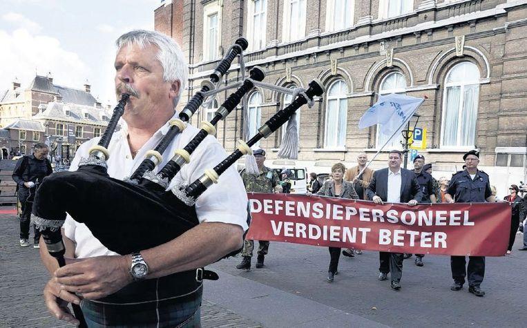 Manifestatie op het Plein in Den Haag voor betere arbeidsvoorwaarden voor defensiepersoneel. Beeld anp