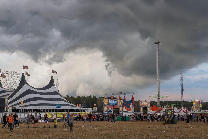 Dreigende wolken boven de Zwarte Cross.