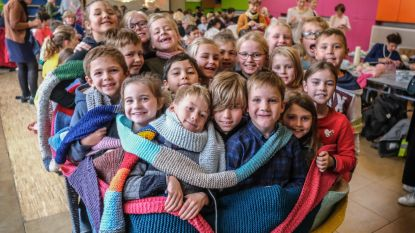 "Rodenburgschool breit Warmste en Langste Sjaal: ""3,35 kilometer (!) lang"""