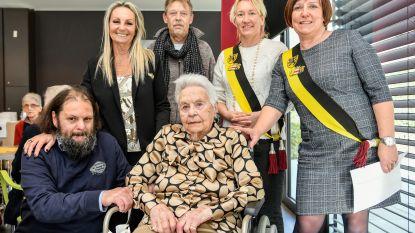 "Marie-José viert honderdste verjaardag in rusthuis Mariatroon: ""Oud worden dankzij champagne"""