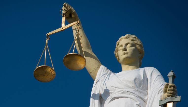 Volgens officier van justitie Caroline Cnossen 'sluisden' de verdachten 'vrijwel dagelijks' grote geldbedragen door Beeld anp