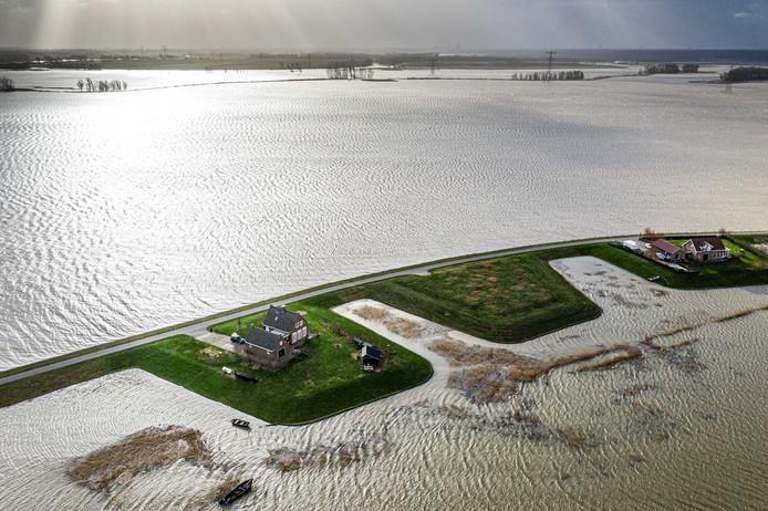 Dronefoto van de Noordwaard Polder in de Biesbosch. In het gebied wordt water opgevangen uit rivier de Boven Merwede vanwege de hoge waterstand.