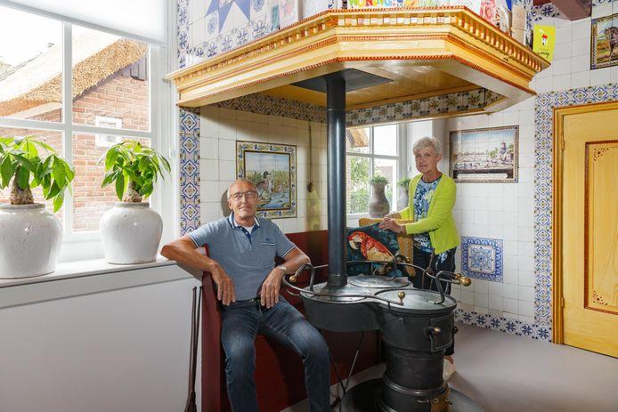 Henk en Lijsje Brinkman hebben het ouderlijk huis van Henk aan de Oude Rijksweg in Staphorst helemaal opgeknapt en zouden meedoen aan de Open Monumentendag, die niet doorgaat.