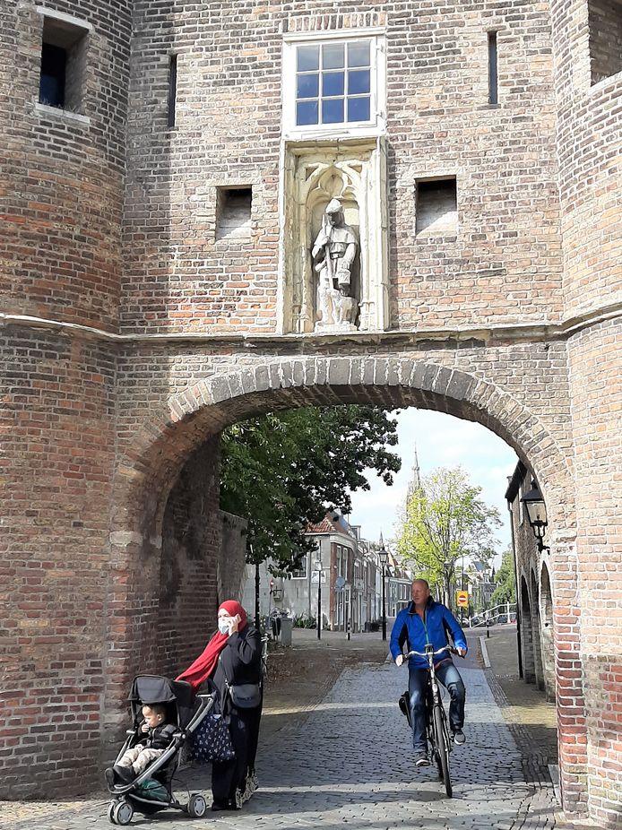 De Oostpoort is volgens Onafhankelijk Delft in slechte staat. Tijd voor een opknapbeurt voor de mooiste toegangspoort tot de binnenstad.