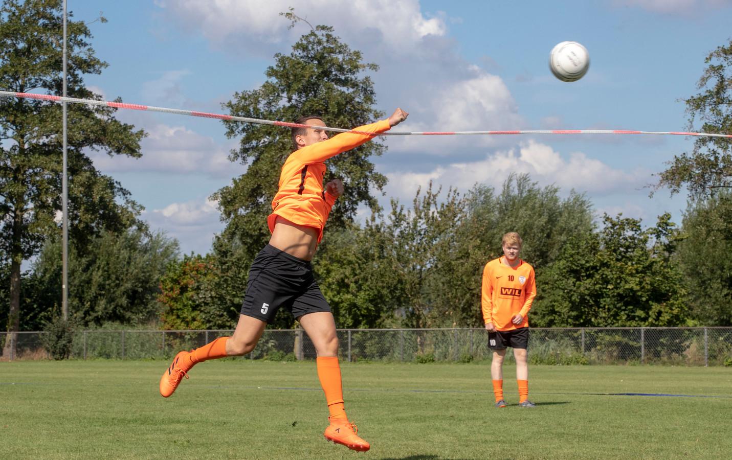 Marijn Rekers op de training van het Oranje vuistbalteam.