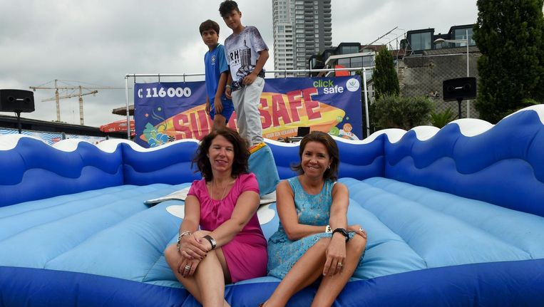 Child Focus lanceert hun nieuwe Surf Safe-campagne in Brussel-Bad.
