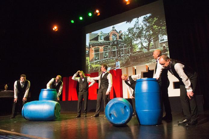 Nieuwjaarscabaret van For Mineur in de theaterzaal van De Pas.
