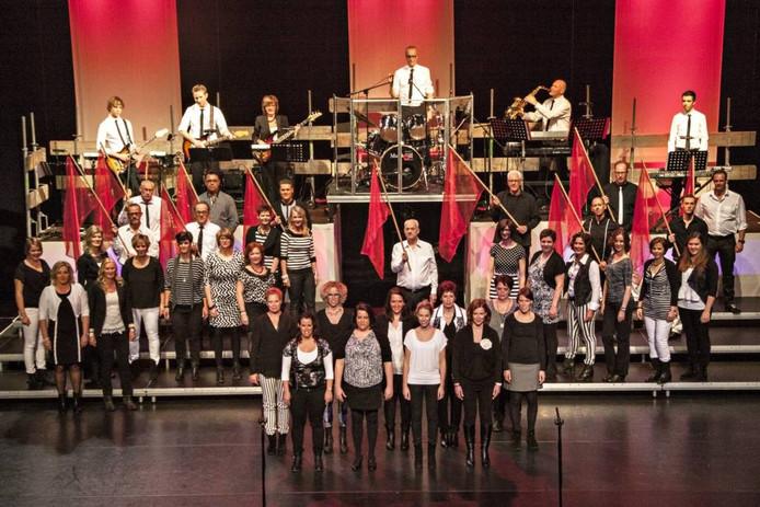 Muzikaèl staat garant voor veel show en spektakel. Begonnen in kleine theaters groeide het van orgine Hoevens gezelschap al snel door naar grotere schouwburgen, zoals nu De Kring.