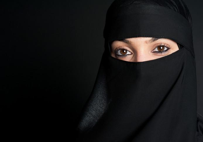 Het Beatrixziekenhuis gedoogt het dragen van gezichtsbedekkende kleding in de openbare delen. Dat geldt ook voor de woonlocaties van Rivas Zorggroep, waar het ziekenhuis deel van uitmaakt.