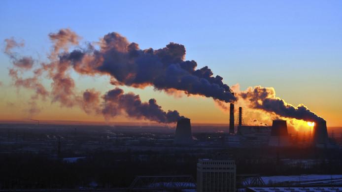 De gezondheidsschade die veroorzaakt wordt door het inademen van vervuilde lucht is goed vergelijkbaar met het effect van het meeroken van sigaretten.
