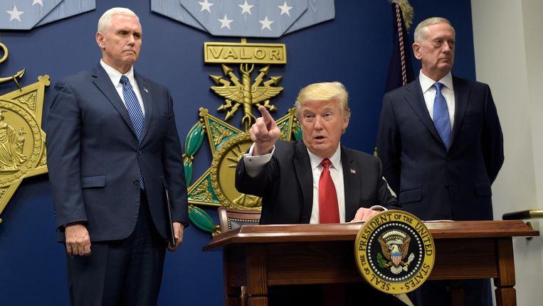 Vice-president Mike Pence, president Donald Trump en minister van defensie James Mattis. Beeld ap