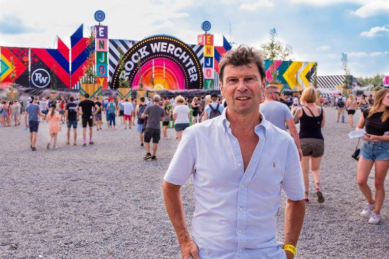 Dirk Claes, na morgen na 24 jaar 'festivalburgemeester' af, aan de ingang van de festivalweide.