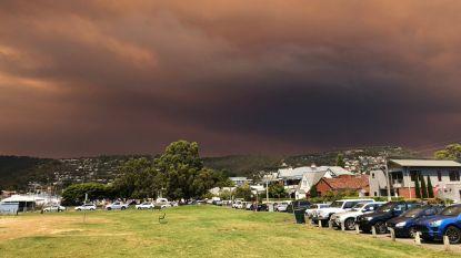 Apocalyptische beelden: bosbranden kleuren lucht boven Hobart zwart en oranje
