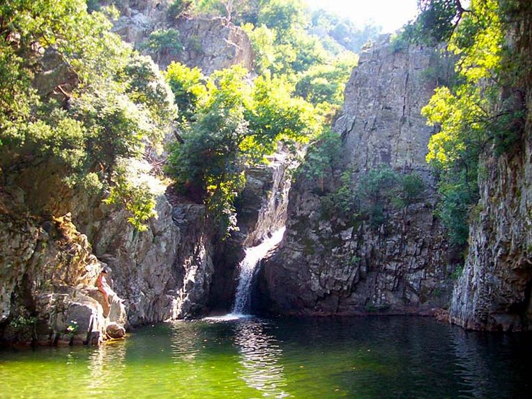 Natuurlijke waterbronnen als deze in Kamena Vourla. Beeld .