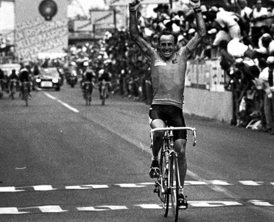 Joop Zoetemelk wordt wereldkampioen.