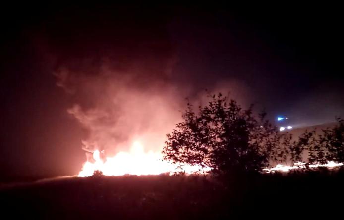 Bij de crash brak een vleugel van de Boeing af en vatte een motor vlam