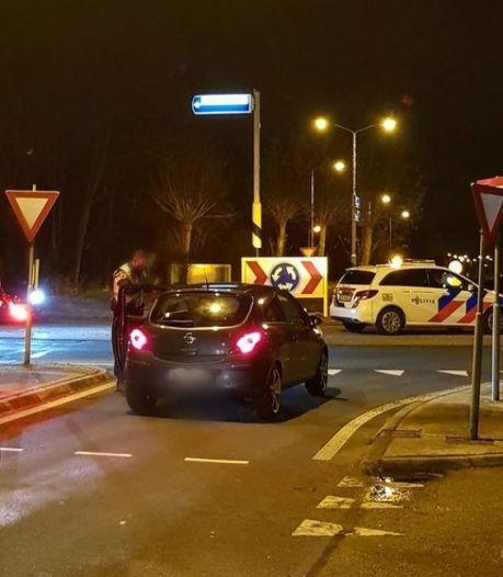 Demonstranten tegen avondklok weggestuurd op Jaarbeursplein en politie deelt boetes uit aan automobilisten