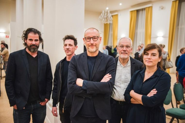 Jan van der Borght samen met de jury en schepen Bart Plasschaert