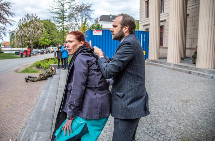 De VIP en haar persoonlijke bodyguard, die uiteindelijk de gijzelnemer bleek te zijn.