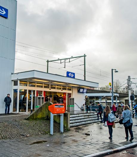 Rugzak met chips gooit openbaar vervoer bij station Alexander in war