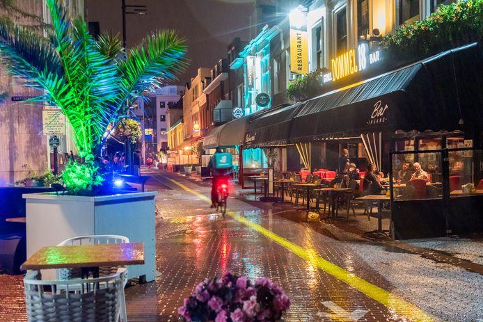 EINDHOVEN - Dommel 18 in de Dommelstraat net voor de horeca helemaal gesloten werd