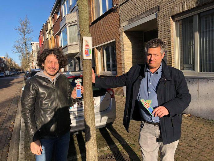 Peter Desnerck (links) en Aaron Ooms van Curieus Oostende stellen de zoektocht voor.