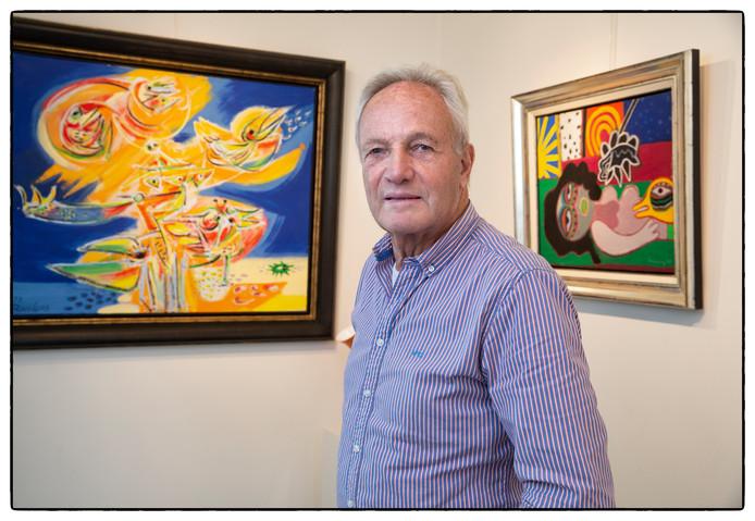 Voormalig tennisser Tom Okker in zijn galerie.