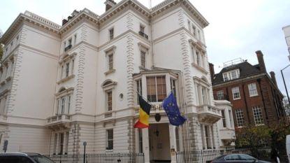 """Multimiljonair naar rechtbank voor besparingen op conciërge in duurste straat van Londen: """"Niemand meer om mijn auto voor te rijden"""""""