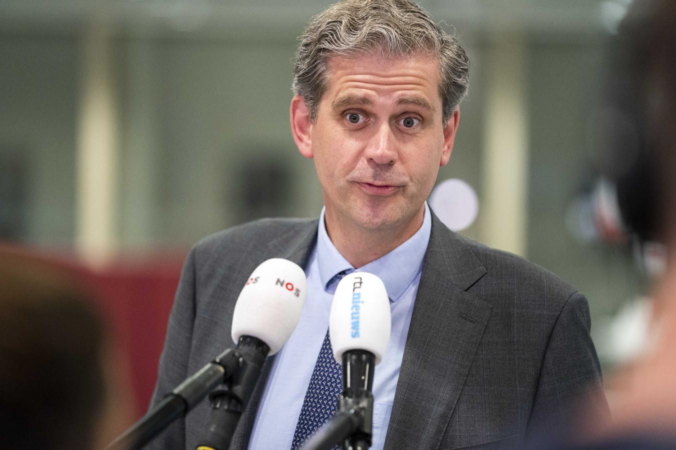 Burgemeester Wouter Kolff van Dordrecht arriveert voor het Veiligheidsberaad.