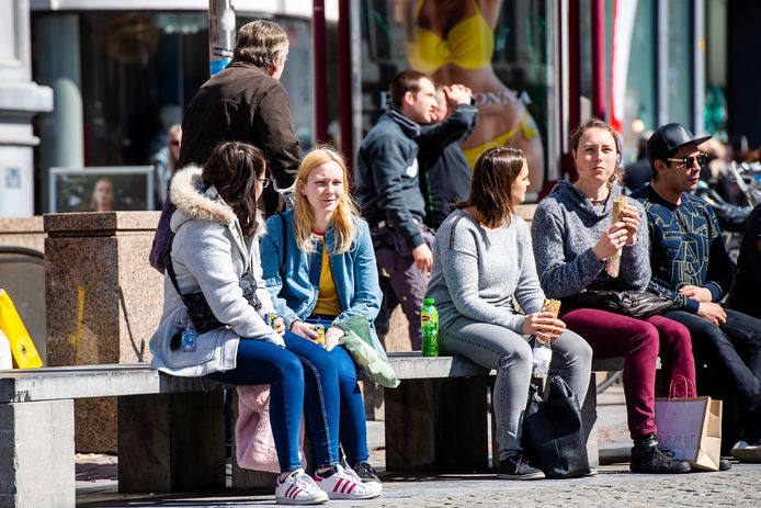 Een zonnig dagje shoppen in Antwerpen. Ook vandaag wordt het relatief zonnig en zacht.