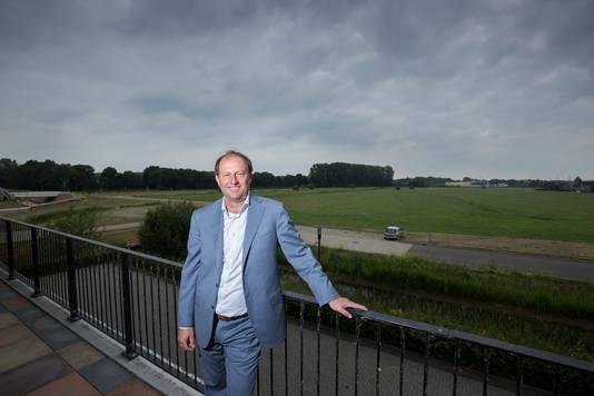 Wim Kees Woltering van Stable International op de plek waar de outlet in Zevenaar moet komen. Archieffoto Bart Harmsen