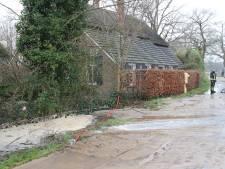 Waterleiding gesprongen in Holten: 36 huishoudens zonder water