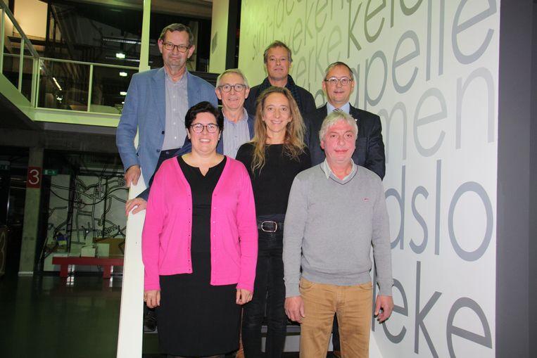 Het nieuwe schepencollege werd een paar maanden terug al voorgesteld met burgemeester Lies Laridon en schepenen Marc Deprez, Gaby Verstraete, Martin Obin, Jan Van Acker en Marc De Keyrel. Katleen Winne is gemeenteraadvoorzitter