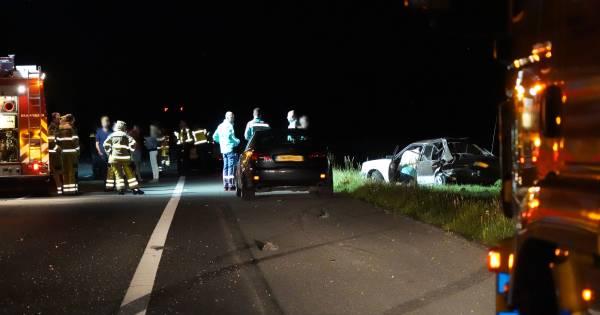 Nachtelijke botsing bij Rouveen: drie auto's weggesleept van de A28.