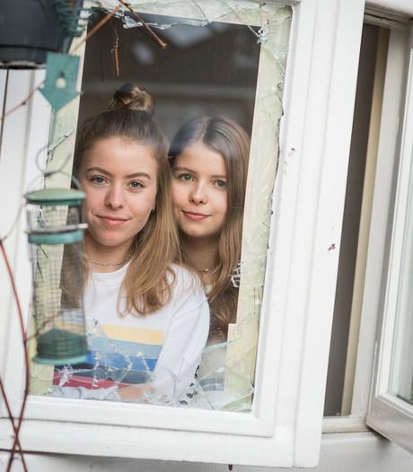 Nina (16) uit Enschede levert inbreker uit aan politie